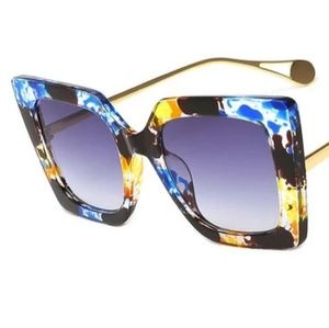 OVERSIZED TORTOISE SHELL SUNGLASSES